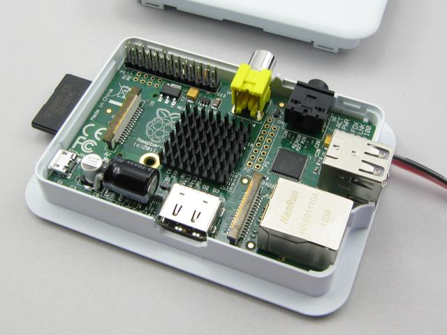 Raspberry Pi capacitor and cpuheatsink added
